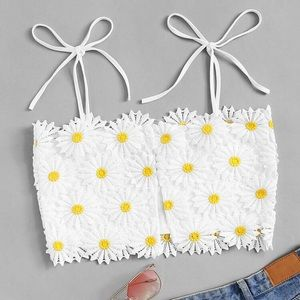Adorable daisy floral crop top